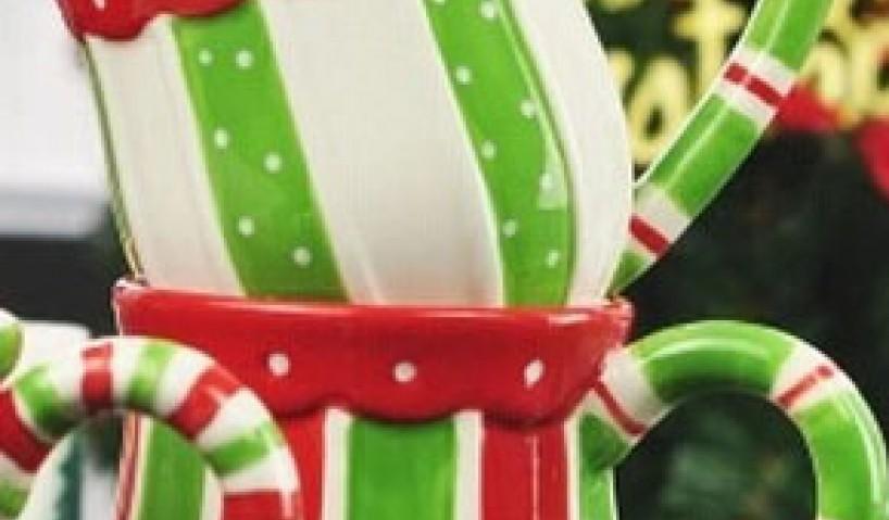 A tökéletes kombináció: bögre karácsonyi dekorációval